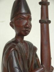 Статуэтка из красного дерева Музыкант