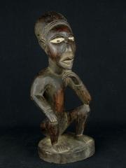 Фигура предка, созданная колдуном Nganga для защиты от колдовства, невезения или для других целей