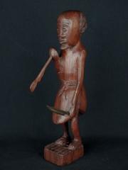 """Фигурка мужчины африканца из красного дерева """"Собиратель"""""""