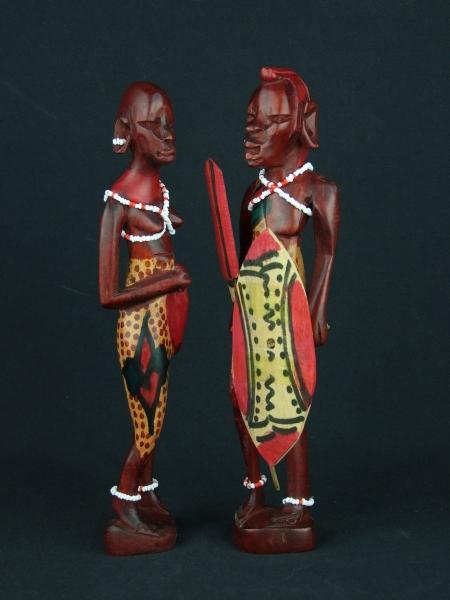 Пара фигурок африканцев - мужчины и женщины из дерева
