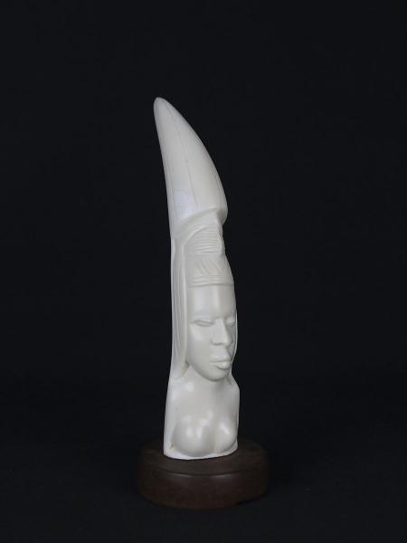 """Африканская резная статуэтка из кости """"Принцесса"""""""