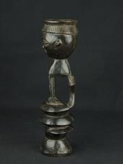 Кубок силы народности Hemba в виде статуэтки женщины со змеей