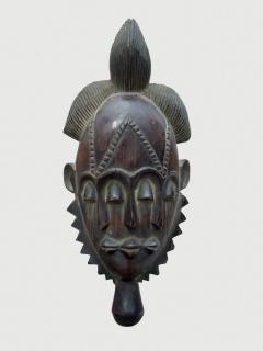 Маска народности Baule. Страна происхождения -Кот-д'Ивуар. Материал - дерево.