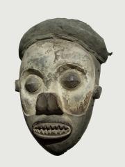 Ритуальная маска народности Yaka (Bayaka). Страна происхождения - Демократическая республика Конго.