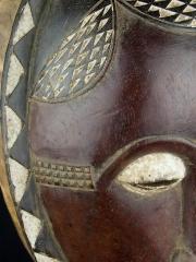 Портретная маска народа Baule Mblo