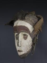 Африканская маска народности Fang. Страна происхождения - Габон.