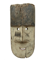Красивая африканская маска народности Fang с признаками преклонного возраста