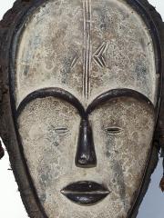 Африканская маска из дерева народности Vuvi (Габон)