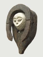 Ритуальная маска народности Kwele для ритуала Bwiti