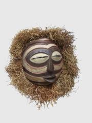 Ритуальная маска Kifwebe народности Songye (Конго) с традиционной резьбой