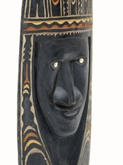 Настенная маска народности Chambri. Страна происхождения Папуа Новая Гвинея (Океания). Материал дерево, краска, раковины. Высота 55 см.