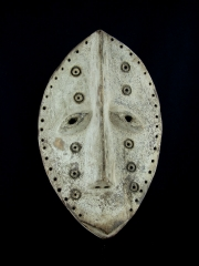 Ритуальная маска народности Lega (Конго)