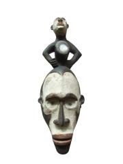 Маска народности Bakongo с шаманской закладкой