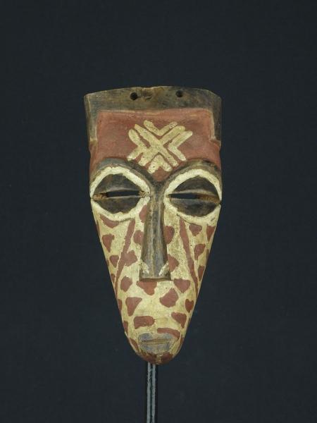 Небольшая маска из дерева народности Biombo