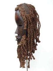 Африканская маска из дерева народности Dan с дредами