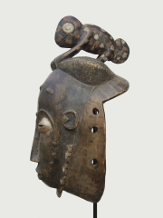 Классическая африканская маска Baule с хамелеоном