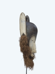 Маска народности Fang. Страна происхождения - Габон. Материал - дерево.