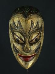 Настенная декоративная маска из дерева