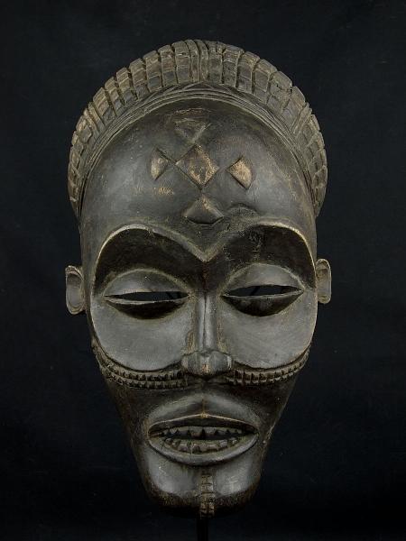 Эффектная африканская маска Chokwe