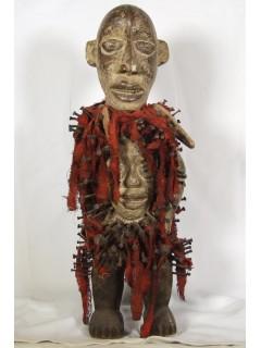 Продажа подлинных африканских масок и статуэток в галерее [Мухомор]