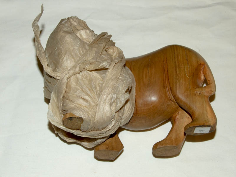 Упаковка носорога для почтовой пересылки