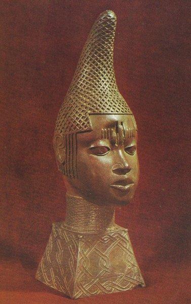 """20. Голова """"королевы-матери"""". Бенин. 1515-1550 гг. Бронза. Лагос, Национальный музей"""